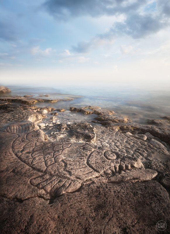 черное море, севастополь, крым Петроглифы мыса Херсонесphoto preview