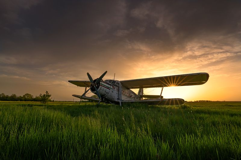 Старый Ан-2 на рассвете ...photo preview