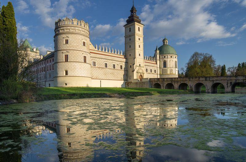 castle, krasiczyn, spring, bridge, lake, clouds, sky Castle in Krasiczynphoto preview