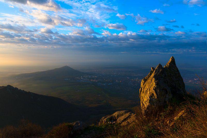 утро,солнце,бештау, природа,пейзаж,машук,пятигорск Между светом и теньюphoto preview