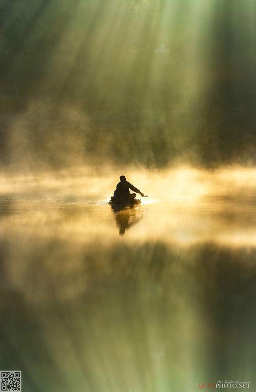 quanphoto, landscape, morning, sunrise, dawn, rays, sunlight, lake, fishing, boat, reflections, vietnam SunRays Morningphoto preview