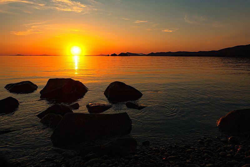Закат, Приморский край Утомленное солнце нежно с морем прощалосьphoto preview