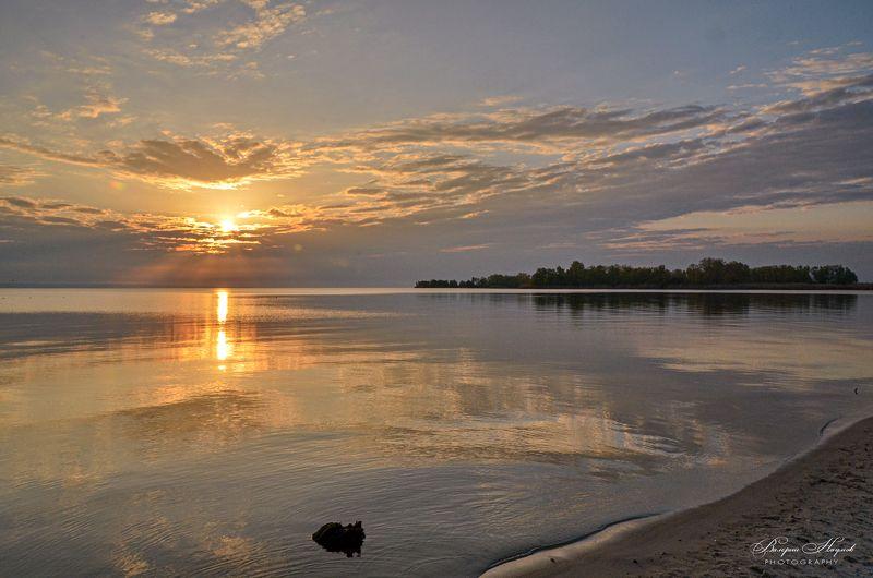 утро, рассвет, восход, лучи, вода, отражения, небо, облака В тишине утра фото превью