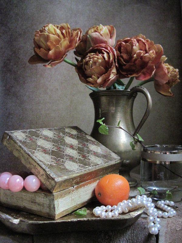 цветы, букет, тюльпаны, бусы, шкатулка, кувшин, латунь, винтаж, стакан, мандарин Бусикиphoto preview