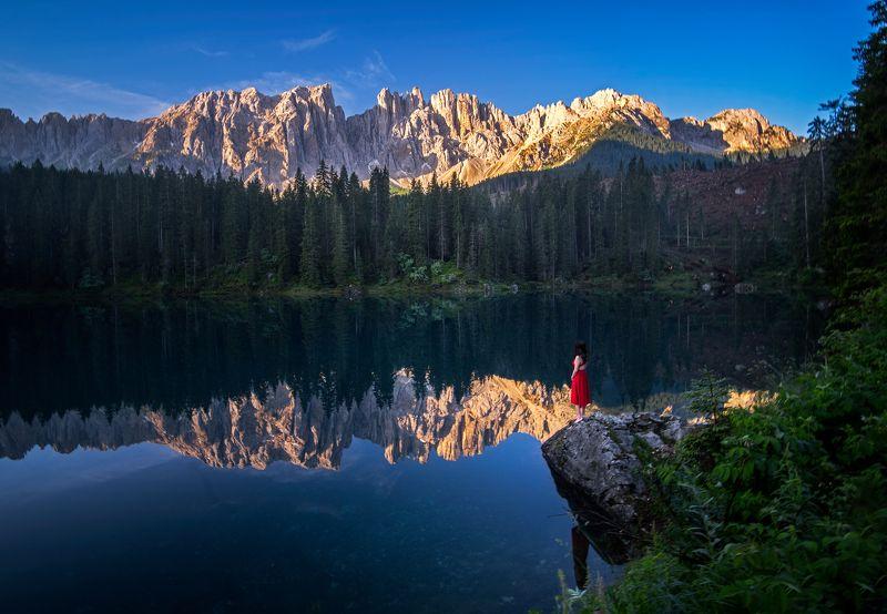 Lago di Carezza and the red dressphoto preview