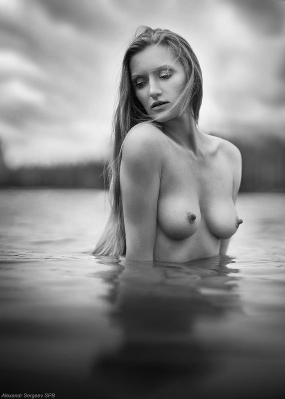 девушка,обнажённая,красота,нежность,гармония,настроение,озеро,пленэр,русалка Русалкаphoto preview