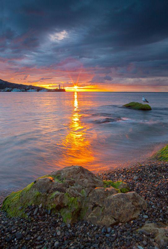ялта. набережная, маяк, крым, черное море, ялтинский маяк Ялтинский маякphoto preview
