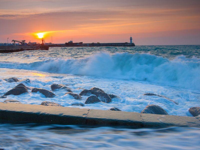 ялтинский маяк, крым, ялта, черное море, маяк, навигация, ялтинский залив Ялтинский маякphoto preview