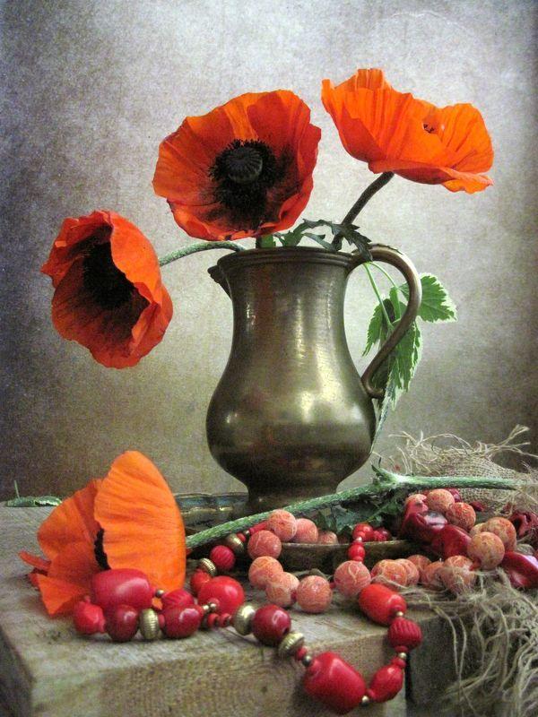 цветы, букет, маки, бусы, бижутерия, кораллы, кувшин, латунь, винтаж, рогожка Садовые макиphoto preview