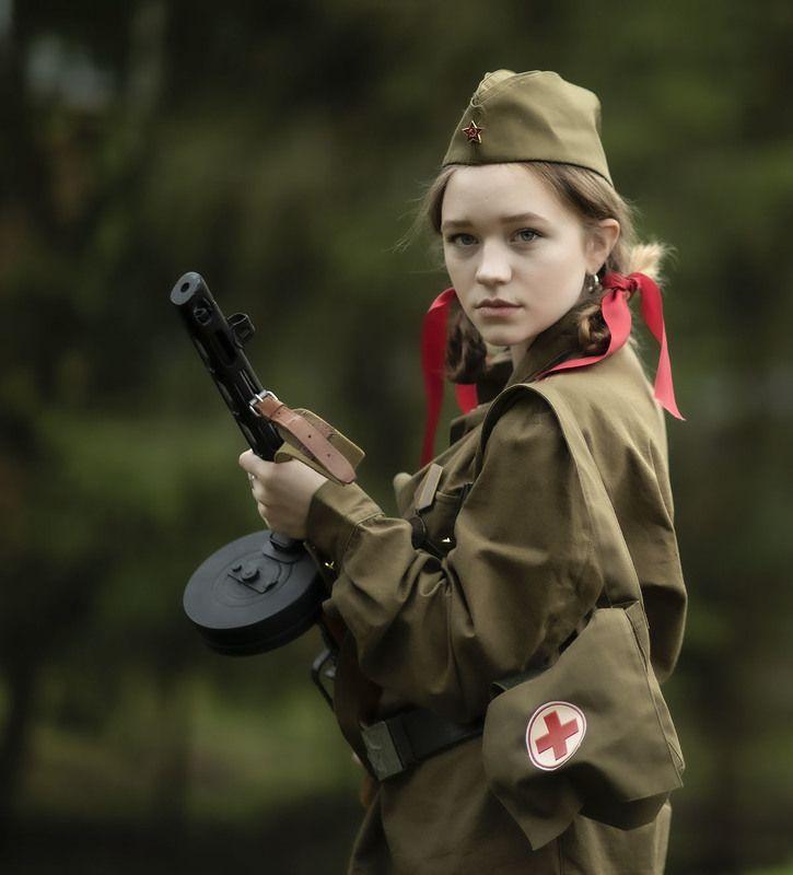 девушка,боец, медсестра,оружие,привал, girl, soldier,nurse, weapon Хроника военных летphoto preview