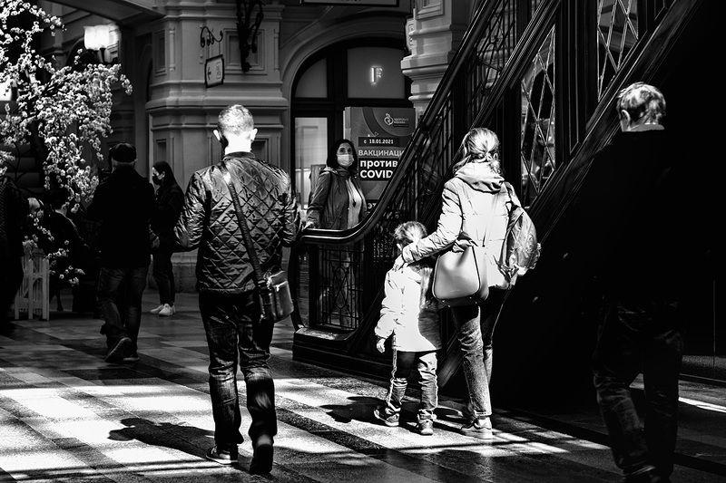 ЧБ фото, стрит фото, ГУМ, магазин, COVID-19 ГУМphoto preview