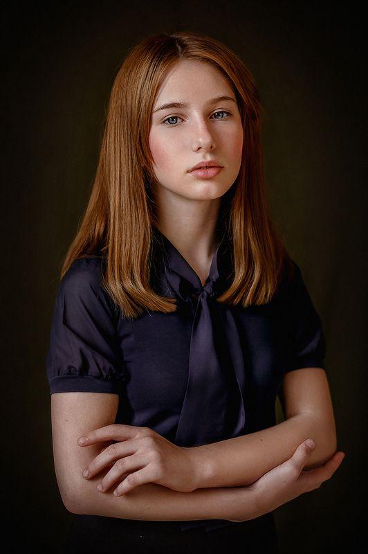 Естественное освещение, портрет, девушка, рыжие волосы Портрет школьницыphoto preview