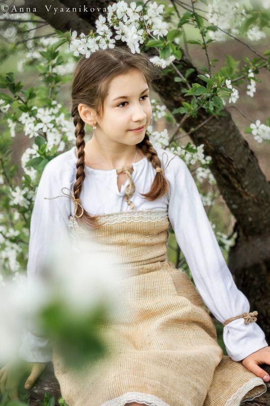 детский портрет, весенняя фотосессия, фотосессия на природе, фотограф Лисичанск, портрет, Ирина в садуphoto preview