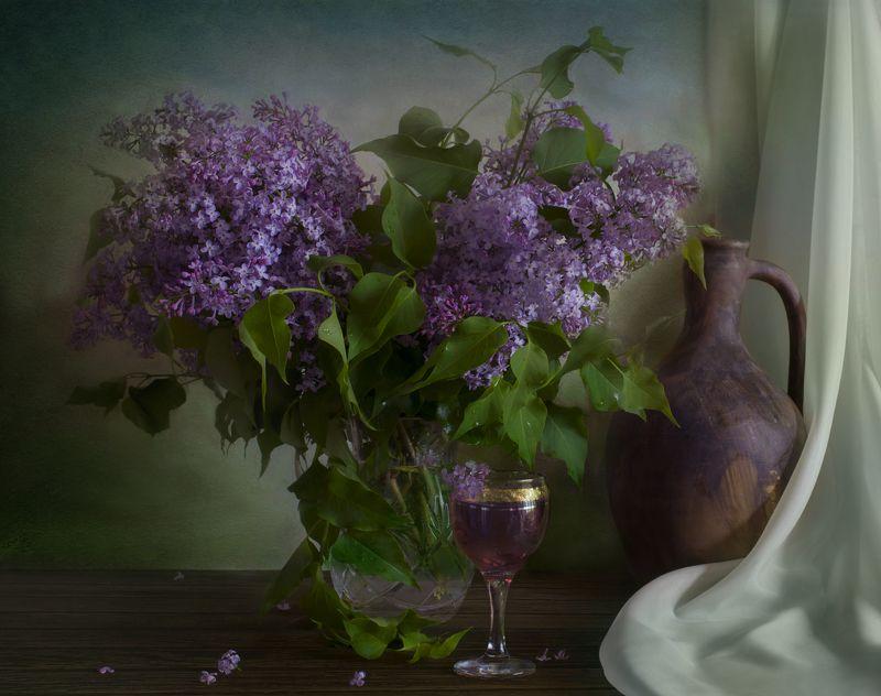 сирень,вино,кувшин,бокал,натюрморт Сиреневое виноphoto preview