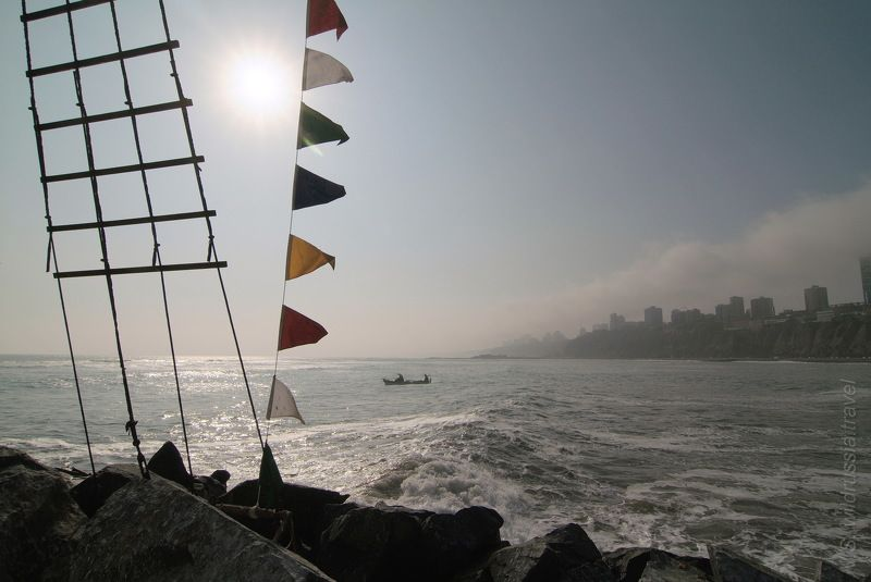 море, океан, берег, прибой, лодка, ветер, флаг, мачта, волна, солнце, перу, лима, америка, путешествие, приключение, шагнивнеизведанное Из цикла \