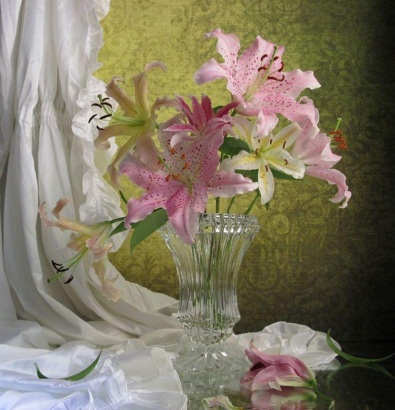цветы, букет, лилии, ваза, хрусталь. штора  Мои прекрасные лилииphoto preview
