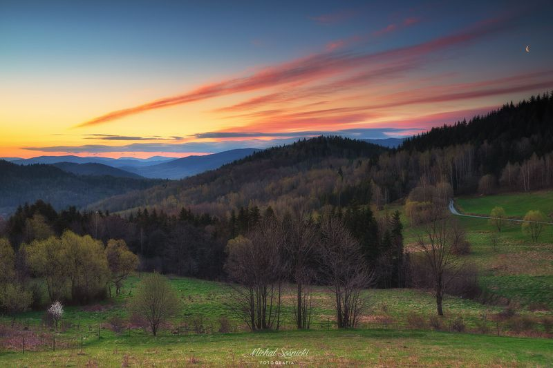 #zawoja #poland #spring #sunrise #sky #nature #landscape #benro #pentax Sunrise...photo preview