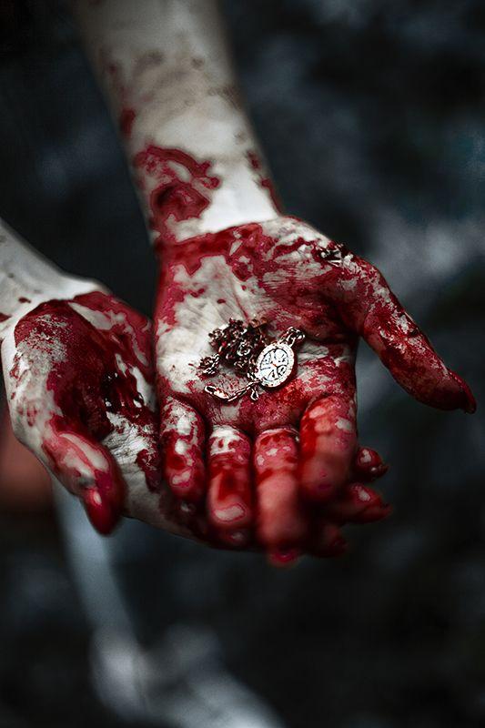 кровь, портрет в крови, love story, джунглиphoto preview