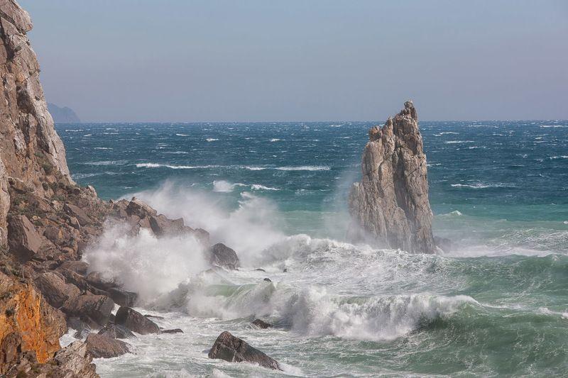 скала парус, ай-тодор, черное море, ялта, крым, ласточкино гнездо, море, пейзажи крыма, шторм, волна Скала Парусphoto preview