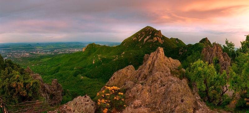 рассвет,бештау,скалы,пейзаж,панорама,природа,май В рассветной тишинеphoto preview