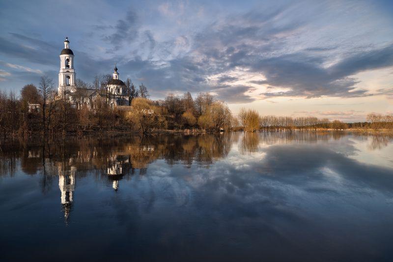 весна,река,разлив,небо,облака,отражение,церкоиь разливphoto preview