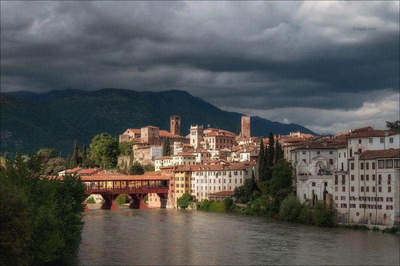 italy,basssano del grappa,italia,город,италия,венето,кипарис,весна,мост,cipressi,belvedere Луч света сквозь тучи...photo preview