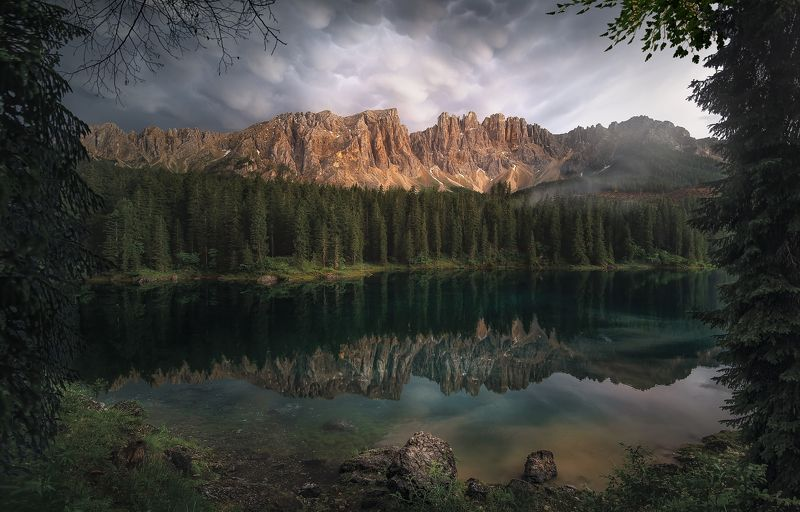 Lago di Carezza in framephoto preview