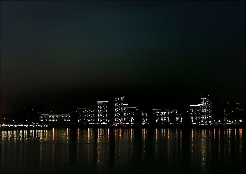 Ночь на городской рекеphoto preview