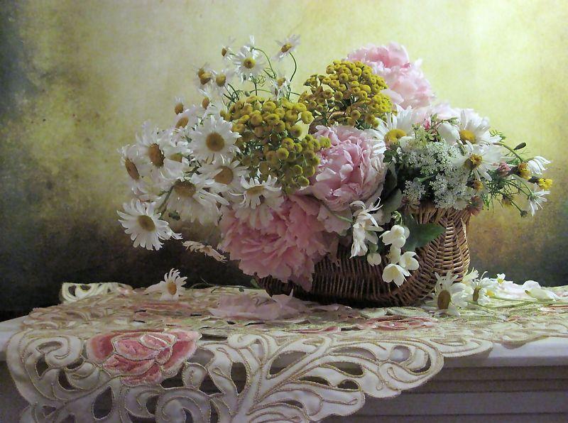 цветы, букет, пионы, ромашки, пижма, жасмин, сныть. корзинка, салфетка Пышная роскошьphoto preview