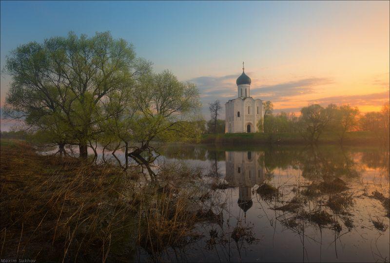 церковь покрова на нерли, покрова на нерли, боголюбово, владимир, утро, рассвет, весна, весениий, солнце, зелень, облака, храм Покрова на Нерли - отражение весны...photo preview