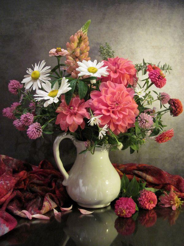 цветы, букет, ромашки, георгины, клевер, люпин, циния, кувшин, шарф Импровизация в розовых тонахphoto preview