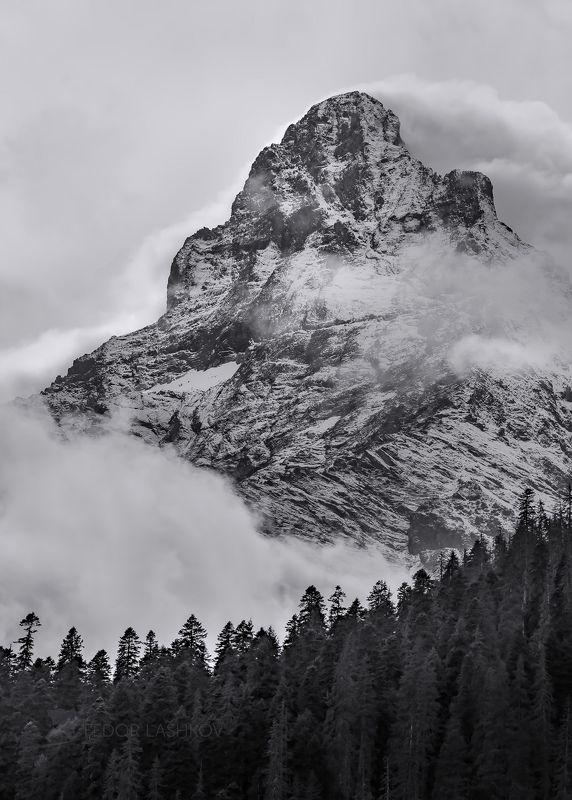 чёрно-белое, пейзаж, горы, кавказ, домбай, северный кавказ, облака, скалы, тучи, скальный, хребет, вершина, гора, Мелодия облаков в горахphoto preview