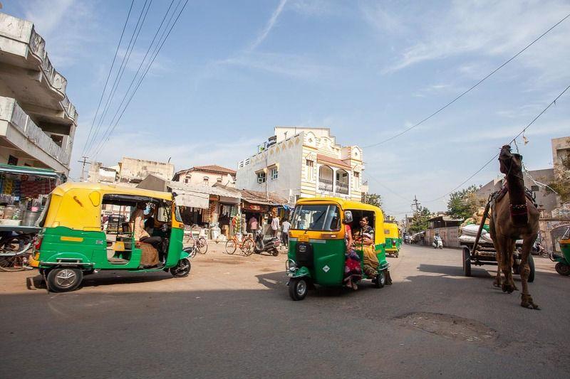 индия, городской транспорт, транспорт, рикша, верблюд, моторикша, виды транспорта, город, улица, жизнь Индия. Городской транспортphoto preview