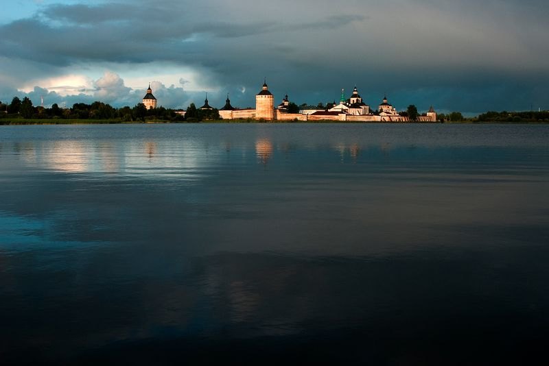 кири́лло-белозе́рский монастырь Гроза ушлаphoto preview
