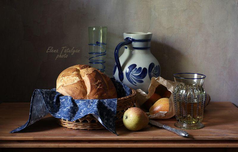 хлеб, груши, лесное стекло С хлебом и грушами. фото превью