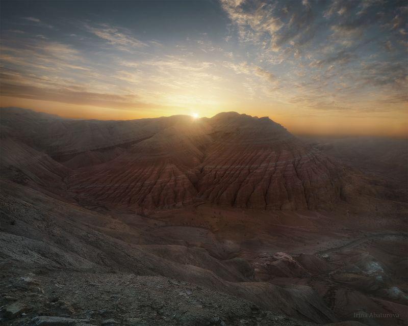 казахстан, алтын-эмель, актау, цветные горы Рассвет в горах Актау, национальный парк Алтын-Эмельphoto preview