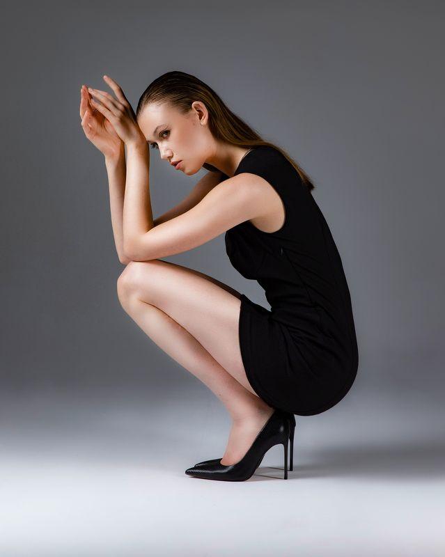 девушка, платье, мини,портрет,каблуки Девушкаphoto preview