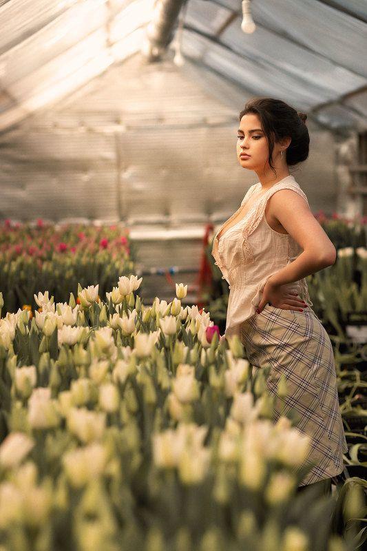 девушка теплица цветы photo preview