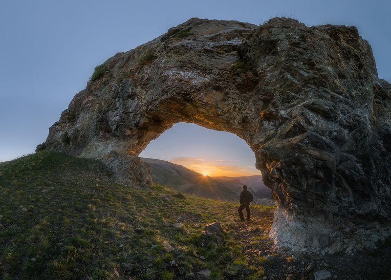 северный кавказ. карачаево-черкесия, скала арка, рассвет ,весна Карачаево-Черкесия. Рассвет у Скалы Арка.photo preview