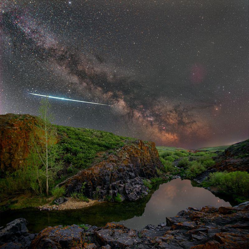 млечный путь, звезды, космос, ночь, длинная выдержка, canon, пейзаж, туманность, каньон, весна, река, вода, трава, зелень, камни, скалы, дерево, отражение В каньонеphoto preview