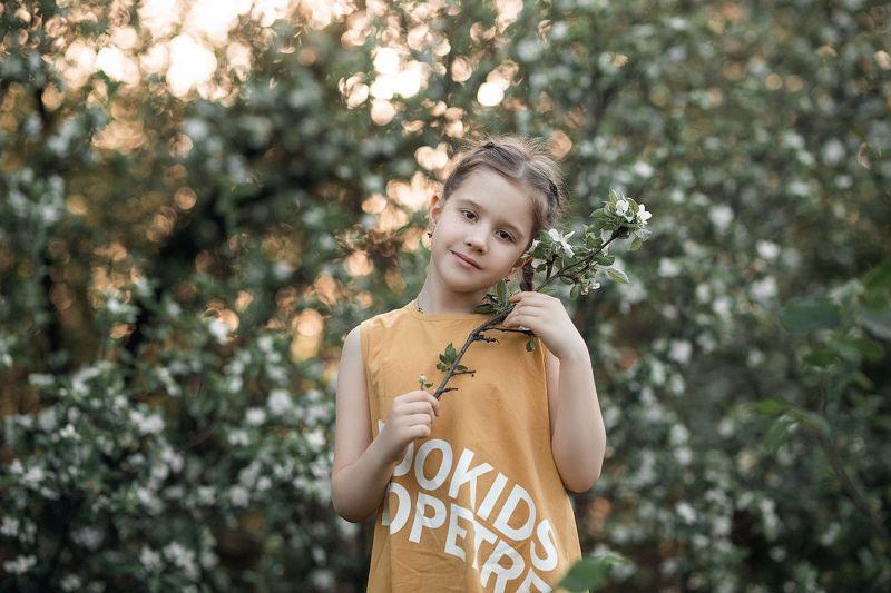девочка, портрет, фотосессия, girl, young, portrait, творческий портрет, детский портрет, young girl, детская фотография, детская фотосессия, постановка, постановочная фотография, цветущие сады, фотосессия в цветущих садах photo preview