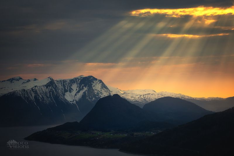 mountains,godrays,sun rays,norway,evening,sunset, Evening God Raysphoto preview