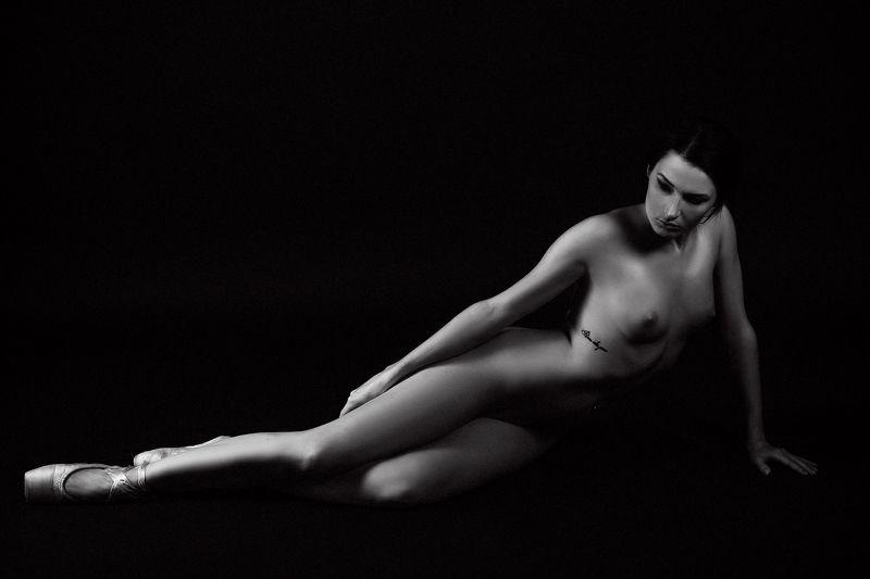woman, portrait, nude, studio, beauty La Ballerinaphoto preview
