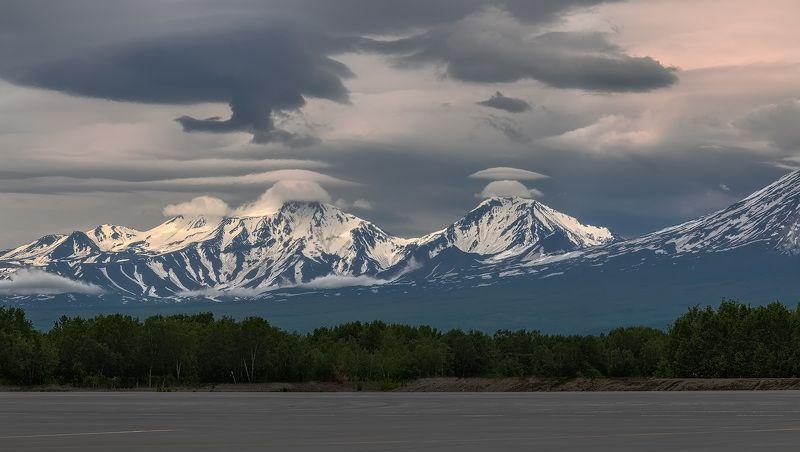 вулкан, камчатка, лето, аэропорт, авачинский, козельский, елизово, взлётная полоса в тени Большого Брата..photo preview