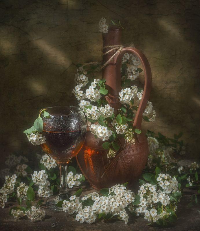 спирея,цветение,бокал,вино,терпкость,сосуд,домашнее С бокалом вина !photo preview