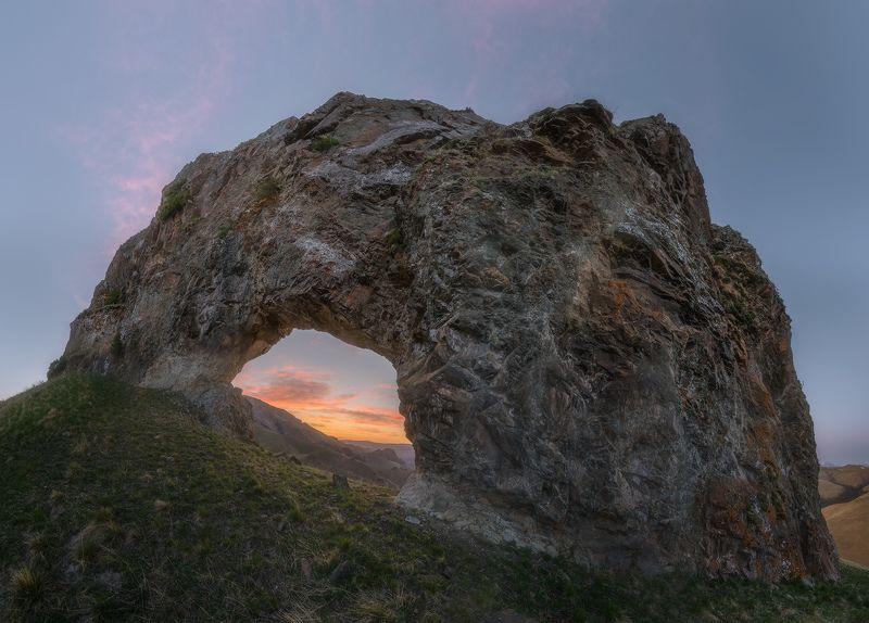 северный кавказ, карачаево-черкесия, скала арка, весна, Рассветный порталphoto preview