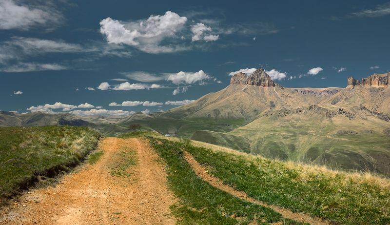 горы весна скалы Скалистые горыphoto preview