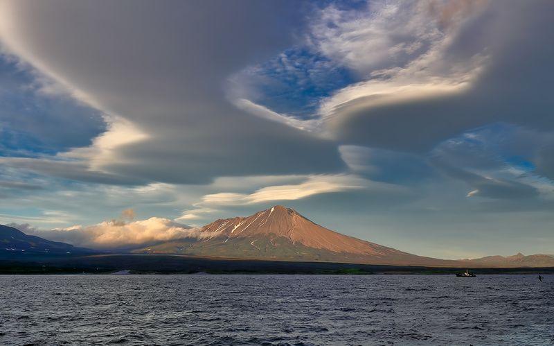 берег, вулкан, камчатка, облака, рс РС отдыхаетphoto preview