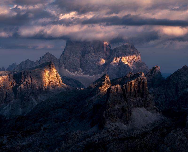 @landscape @mountains @sunrise @dolomites @photography @italy @dolomiti @landscapephotography Lagazuoi photo preview