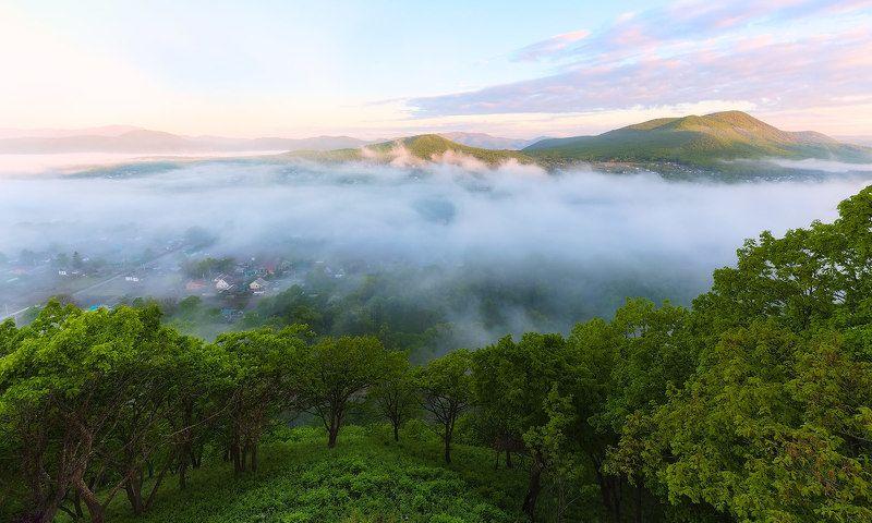 горы, поселок, приморье, туман, весеннее утро весенние туманыphoto preview